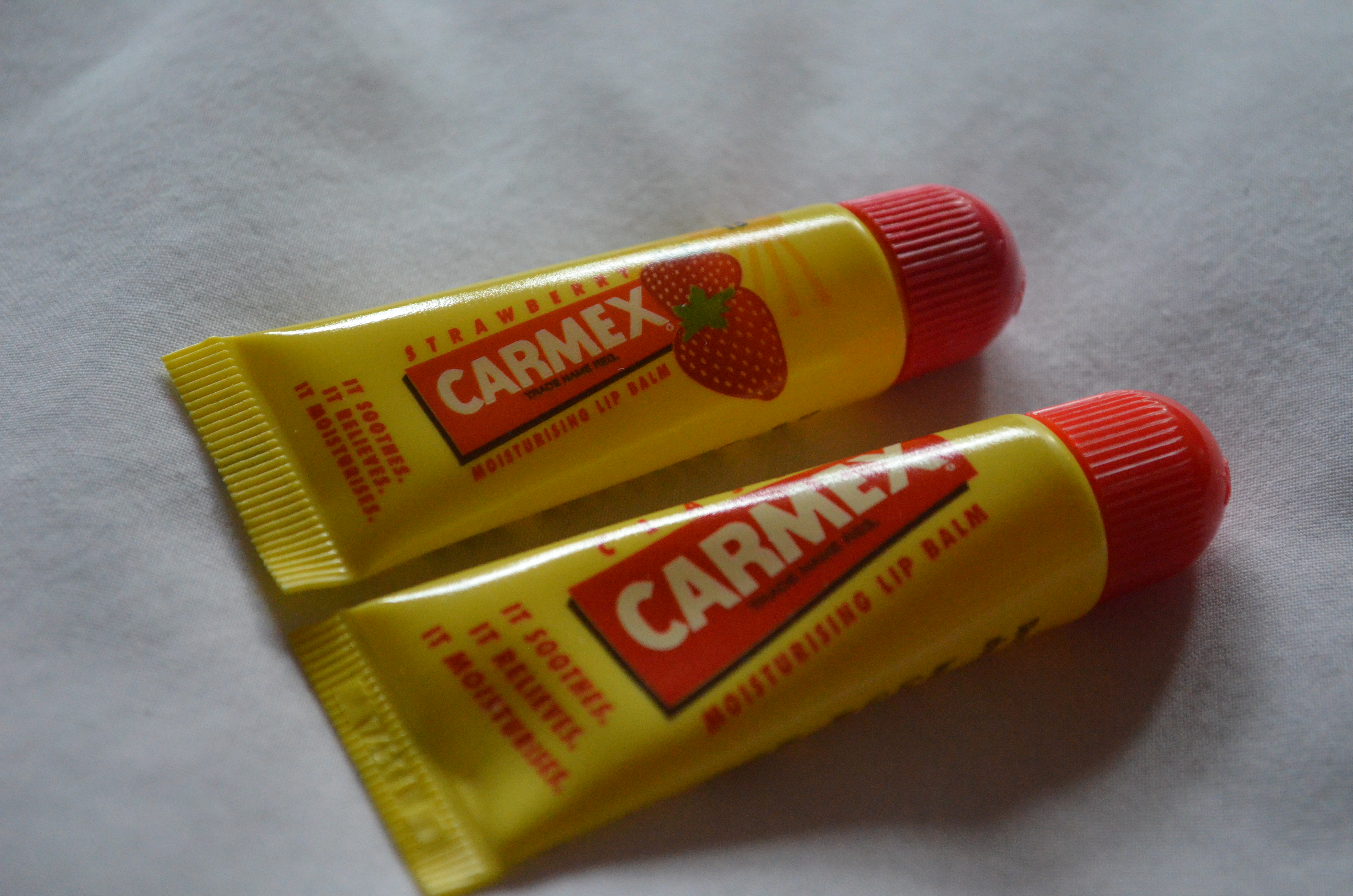 Carmex Moisturising Lip Balm In Both Classic And Strawberry Review Dsc 0008